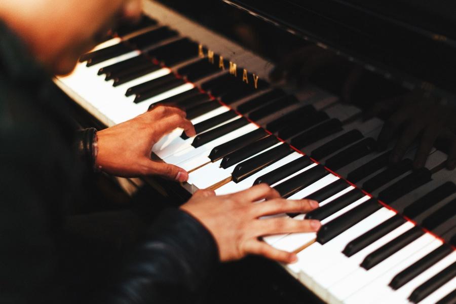 Apprendre le rythme au piano, les bases à connaître.