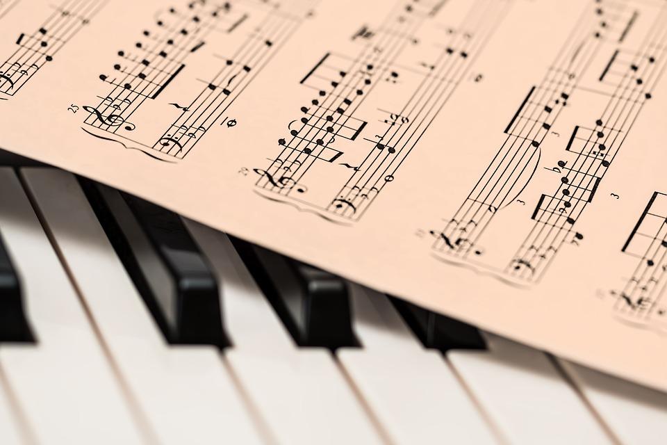 Comment LIRE une PARTITION de PIANO ?