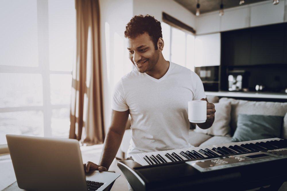 Les 6 avantages d'apprendre le piano en ligne.